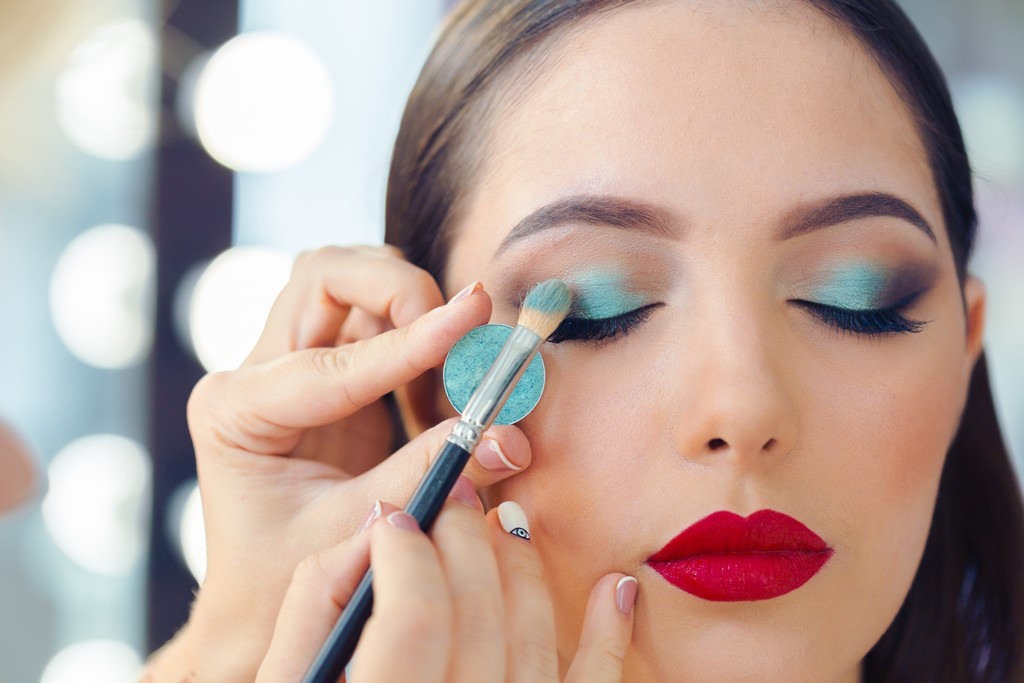 How to Become an All-In-One Makeup Artist