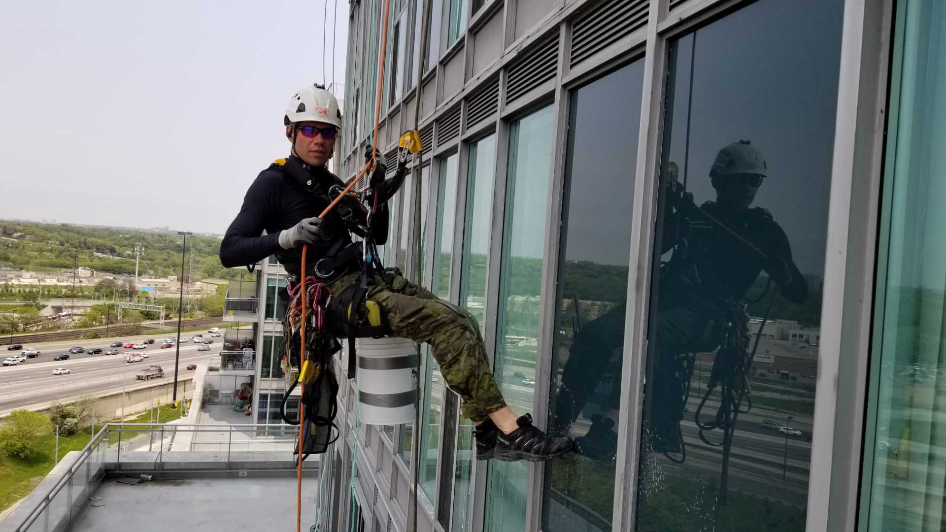 Clean Your Building Using Rope Access Pressure Washing Services