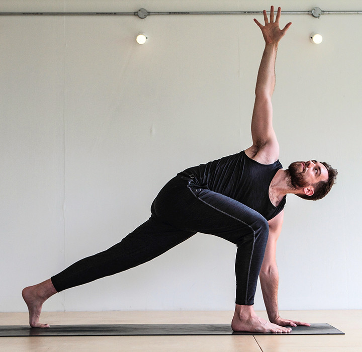 Best Yoga Pants For Men According To Experts